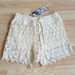NWT Ivory Wallflower Crocheted Floral Lace Shorts